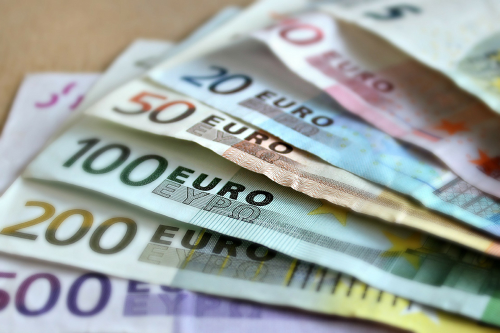 Euro Pound Exchange Rate Drops as German Consumer Confidence Cools Off